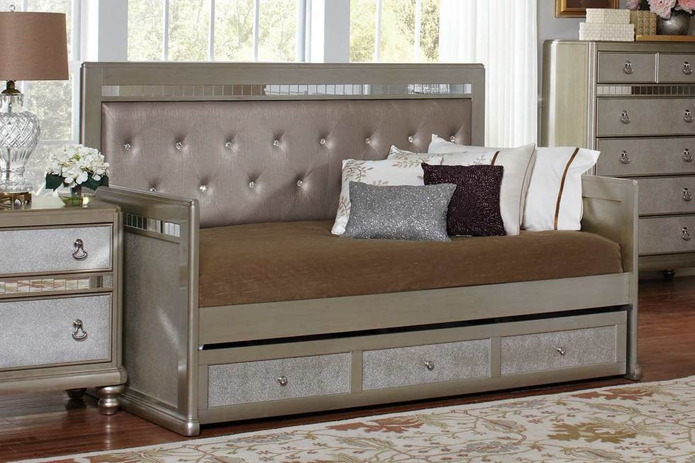 Metallic Daybed with Trundle