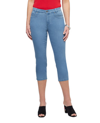 Women's light wash denim rivet cropped pants.