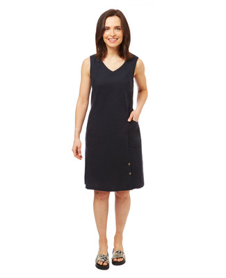 Women's sleeveless v neck linen dress with large pockets.