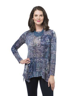 Women's sharkbite hem print top