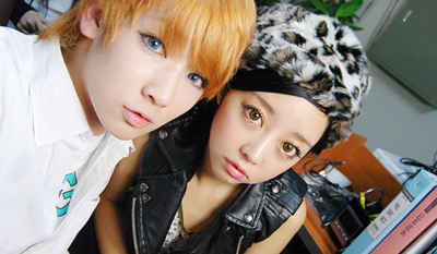 Korean ulzzangs wearing circle lenses in brown and blue