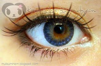Closeup on Geo Berry Holic Sapphire Blue CM952 circle lens on brown eye.