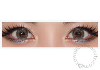 Closeup of Beuberry Charm 4 Tone Blue circle lenses