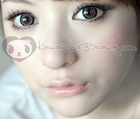 WIA25 grey circle lens on model with brown eyes in natural lighting.