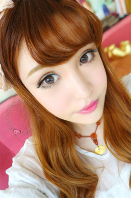 Ulzzang look with doll eye EOS Briller Brown circle lenses.