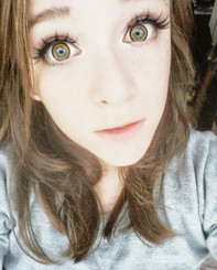 Big doll eyes with Dolly+ Brown circle lenses.