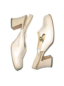 Vintage Shoe Biz At Bendel Beige Gold Link Buckle Mod High Chunky Heel Leather Shoes