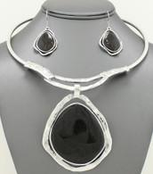 Black Stone Pendant Hard Chain Collar Necklace Set