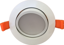 Round 15W gimbal LED downlight kit. Includes flex & Plug and dimmable driver, center tilt 25⁰