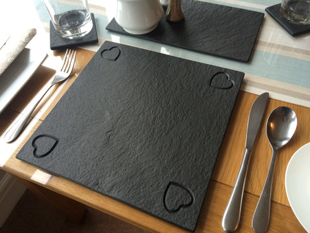 Lakeland slate Place mat with hearts in the corners