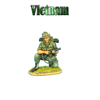 VN008 US 25th Infantry Division Kneeling with M-79