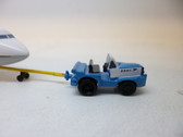 SC234 | Sky Classics Airport Vehicles 1:200 | Aircraft Tug & Tow Bar BOAC (light blue)