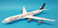 XX2093 | JC Wings 1:200 | Airbus A340-300 Lufthansa D-AIGY, 'Star Alliance' (with stand)