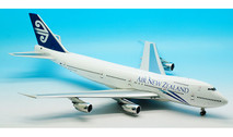 IF742ANZ1016 | InFlight200 1:200 | Boeing 747-200 Air New Zealand ZK-NZY (with stand)