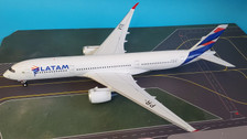 IF350JJ001 | InFlight200 1:200 | Airbus A350-900 LATAM PR-XTE (with stand)