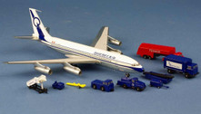 A2CGOBH | Aero Classics 200 1:200 | Boeing 707-100 Quebecair C-GOBH (with GSE)