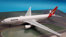 IF332QFA0617 | InFlight200 1:200 | Airbus A330-200 Qantas Cityflyer VH-EBA, 'Cradle Mountain' (with stand)
