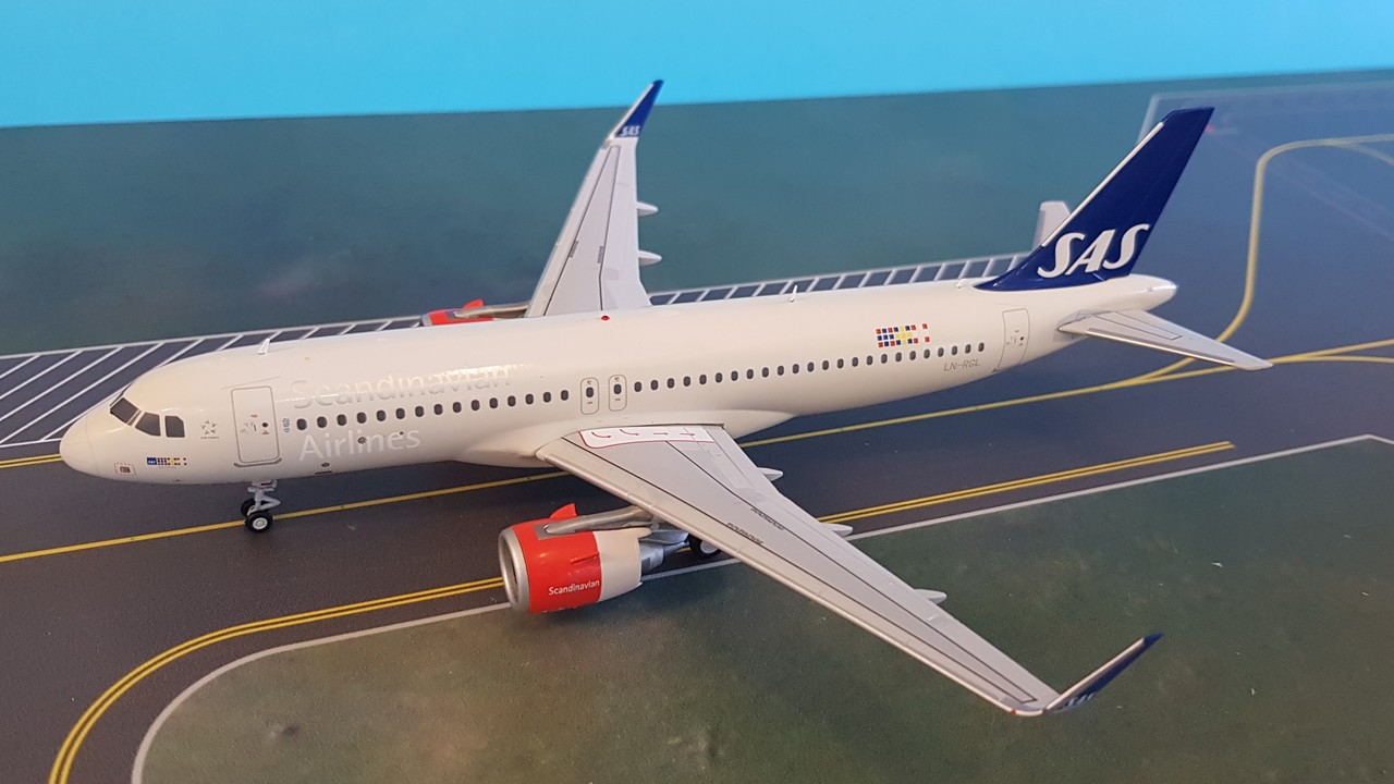 XX2171 | JC Wings 1:200 | Airbus A320neo SAS LN-RGL (with