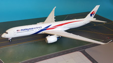 IF350MH001 | InFlight200 1:200 | Airbus A350-900 Malaysia Airlines 9M-MAB (with stand)