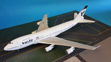 IF742IR0001 | InFlight200 1:200 | Boeing 747-200 Iran Air EP-IAI (with stand)