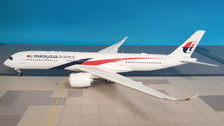LH2117A | JC Wings 1:200 | Airbus A350-900 Malaysia Airlines 9M-MAB (flaps down, with stand)