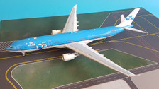 IF333KLM001 | InFlight200 1:200 | Airbus A330-300 KLM PH-AKF, '95 Years' (with stand)