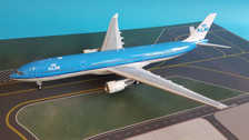 IF333KLM002   InFlight200 1:200   Airbus A330-300 KLM PH-AKB, 'Piazza Navona-Roma' (with stand)