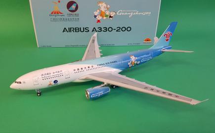 IF322UA008 1//200 UNITED AIRLINES AIRBUS A320-200 N475UA A320 FRIEND SHIP W//STAND