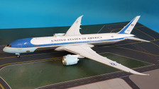 B-USAF-789-01P | Blue Box 1:200 | Boeing 787-9 USAF Air Force One 78000, 'United States of America' (polished, with stand)