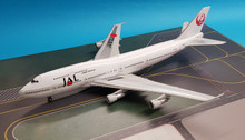 B-743-3-998 | Blue Box 1:200 | Boeing 747-300 JAL Japan Airlines JA812J (with stand)