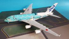 EW2388002 | JC Wings 1:200 | Airbus A380 ANA JA382A, 'Flying Honu, Kai' (with stand)