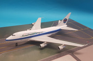IF747SPPW01 | InFlight200 1:200 | Boeing 747SP Pratt and Whitney C-FPAW with stand