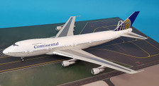 IF742CO1218 | InFlight200 1:200 | Boeing 747-200 Continental N33021 (with stand)
