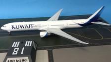 ARDLE003 | ARD200 1:200 | Boeing 777-300ER Kuwait Airways 9K-AOM (with stand)