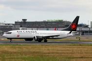 PH04242 | Phoenix 1:400 | Boeing 737-8max Air Cabnada C-FSJH | is due: February 2019