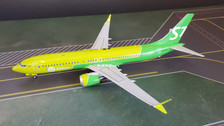 IF73MAXS70319 | InFlight200 1:200 | Boeing 737 MAX 8 S7 Siberia VQ-BGW (with stand)