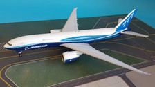 XX2181 | JC Wings 1:200 | Boeing 777-200 Boeing House Colours N5020K (with stand)
