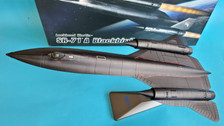 AF1-0088D | Air Force 1 1:72 | SR-71A Blackbird 61-7976, 'Snarling Cat' (with stand)