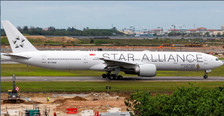 PH404269 | Phoenix 1:400 | Boeing 777-312ER Singapore Airlines 'Star Alliance' 9V-SWM | is due: July 2019