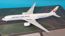 B-350-JA-02 | Blue Box 1:200 | Airbus A350-900XWB JAL JA02XJ,'silver' (with stand) | is due