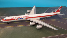 B-873-AC-01 | Blue Box 1:200 | Douglas DC-8-73(F) Air Canada Cargo CF-TIQ (with stand)