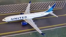 AC419609   Aero Classics 1:400   Boeing 737 MAX9 United,'New Colours' N27515