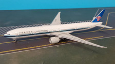 PH11558 | Phoenix 1:400 | Boeing 777-300ER China Southern  B-209Y | is due: October 2019