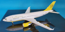 WBA3100620 | Blue Box 1:200 | Airbus A310-300 Lufthansa F-WWCI (with stand)