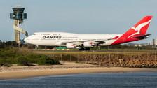 PH04329 | Phoenix 1:400 | Boeing 747-400 Qantas VH-OEE 'last flight' | is due: August 2020
