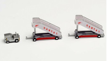 571005 | Herpa Wings 1:200 1:200 | Airport Accessories - Qantas historic passenger stairs and tow tractor | is due: September 2020
