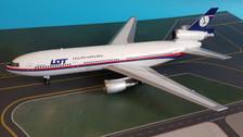 AV2DC10003   Aviation 200 1:200   Douglas DC-10-30 Malaysian / LOT 9M-MAT