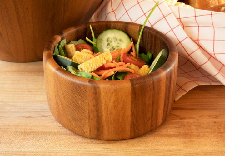 Salad bowl in acacia wood