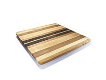 Coved edge adds raised appearance to pizza board