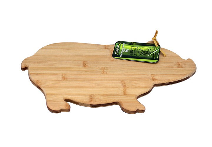 Cutting board shaped like pig